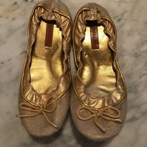 BCBGMAXAZRIA gold linen and leather ballet flat